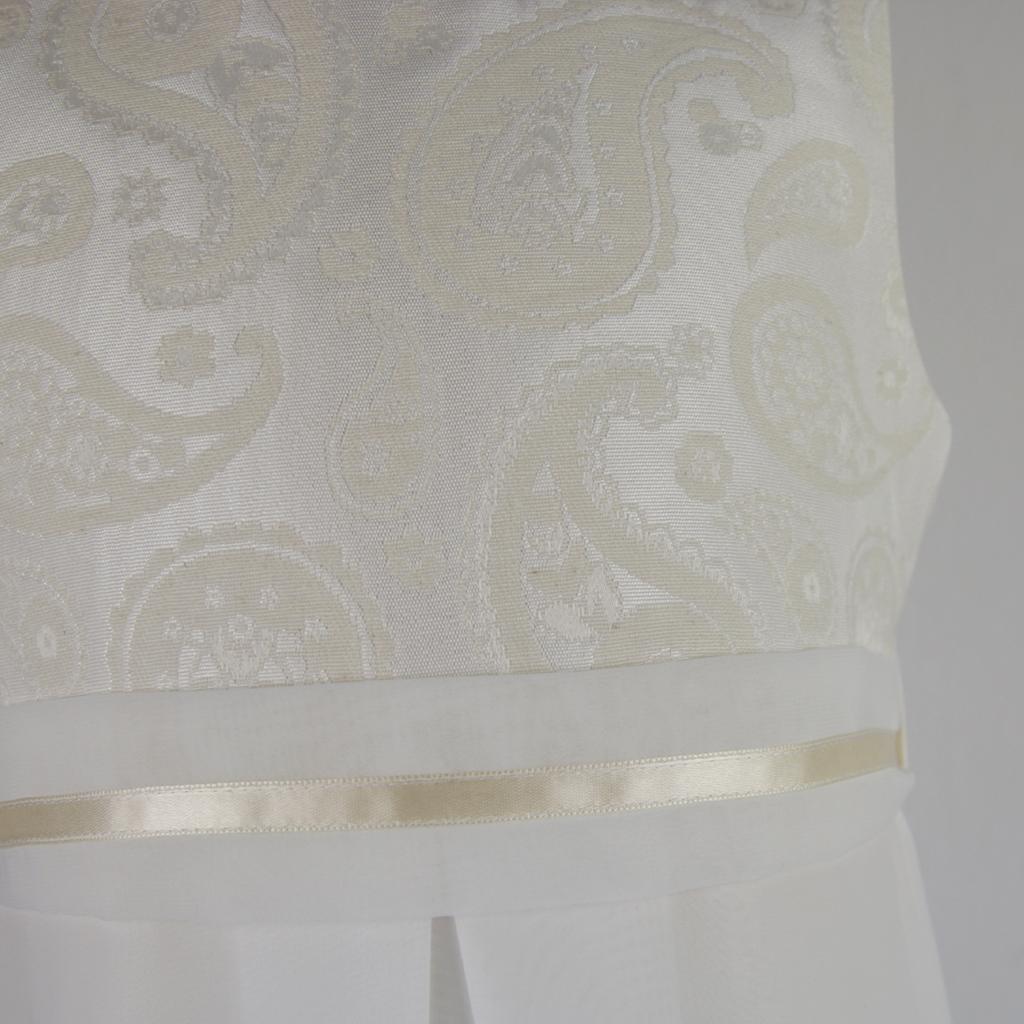 das elegante Kommunionskleid handgefertigt aus München kann ganz einfach online bestellt werden.