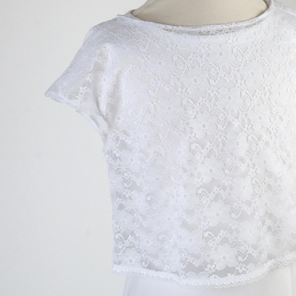 extra Spitzenoberteil zum Kommunionkleid. Das Label ma-eins fertigt in München schöne schlichte Kommunionkleider an. Zum kaufen und bestellen.