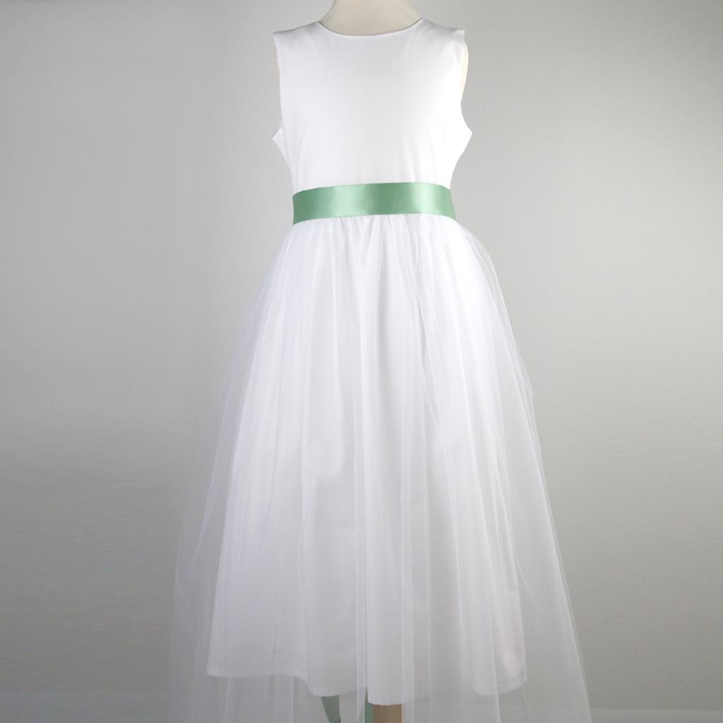 zauberhaftes Kommunionskleid in weiß mit Tüllrock.
