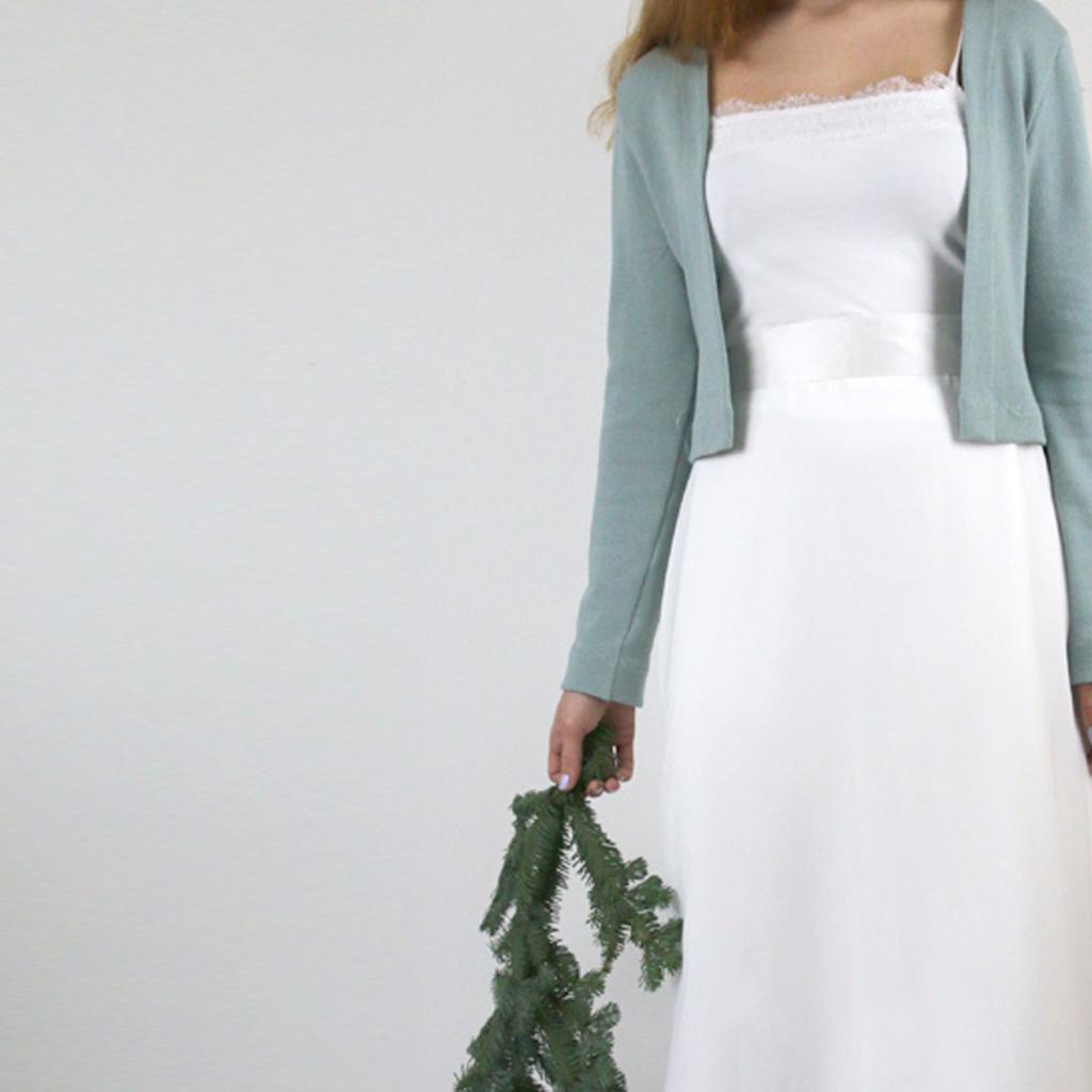 jade farbene Brautstrickjacke für alle Hochzeitskleider modern zum stylen. Brautatelier ma-eins aus münchen