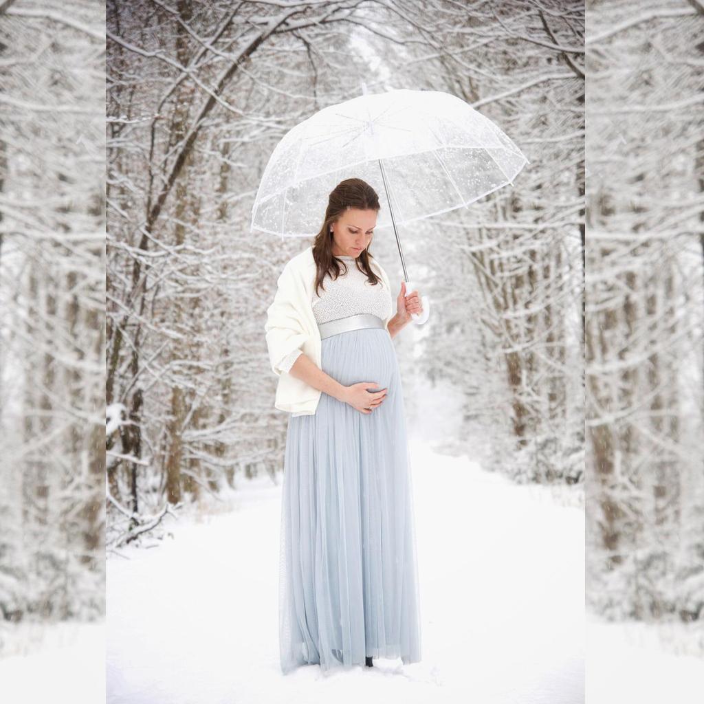 Brautlook mit Babybauch. Hochzeitskleider und Standesamtkleider aus München aus dem Brautatelier ma-eins.