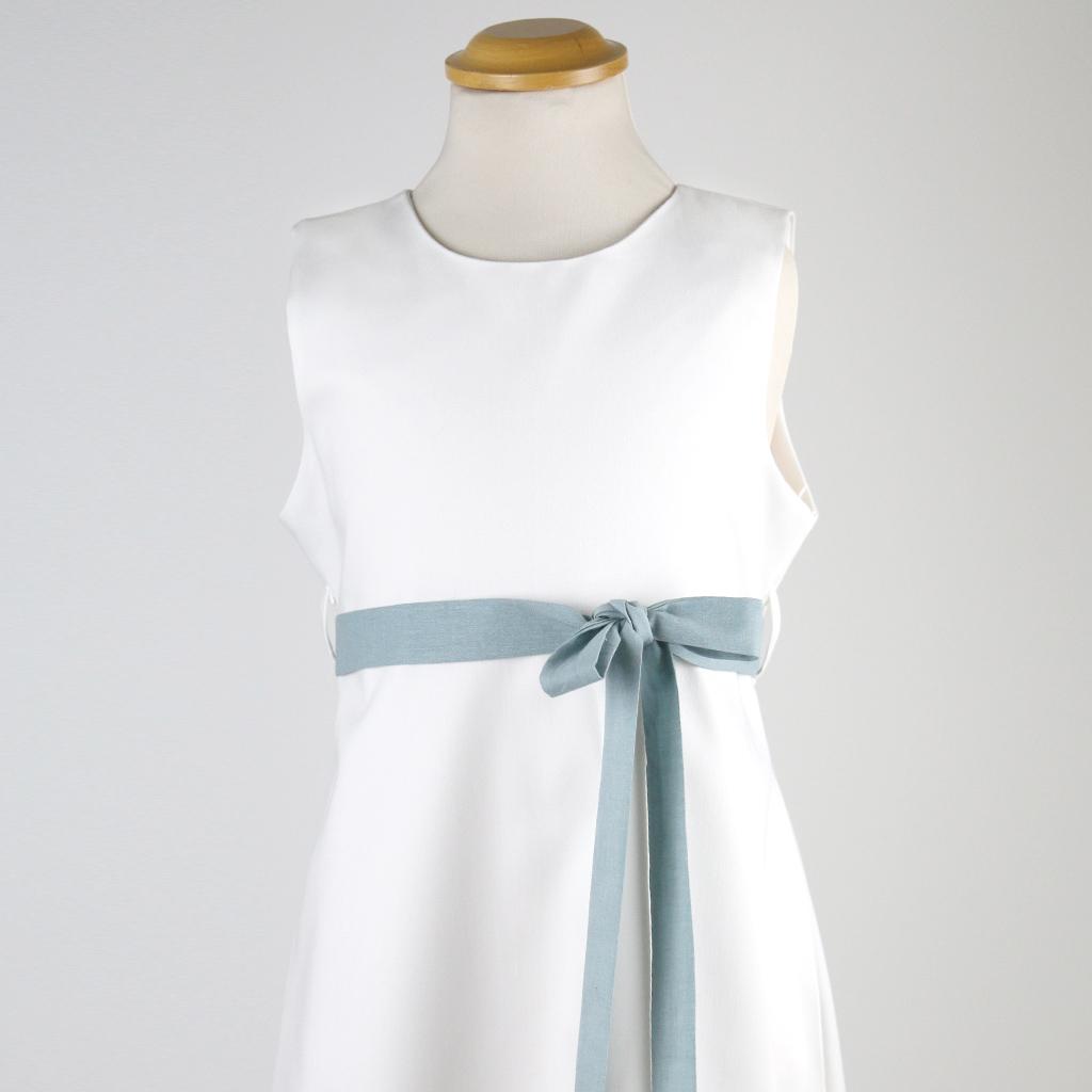 hellblaue Schleife zu Kommunionskleid. Kommunionkleider kaufen