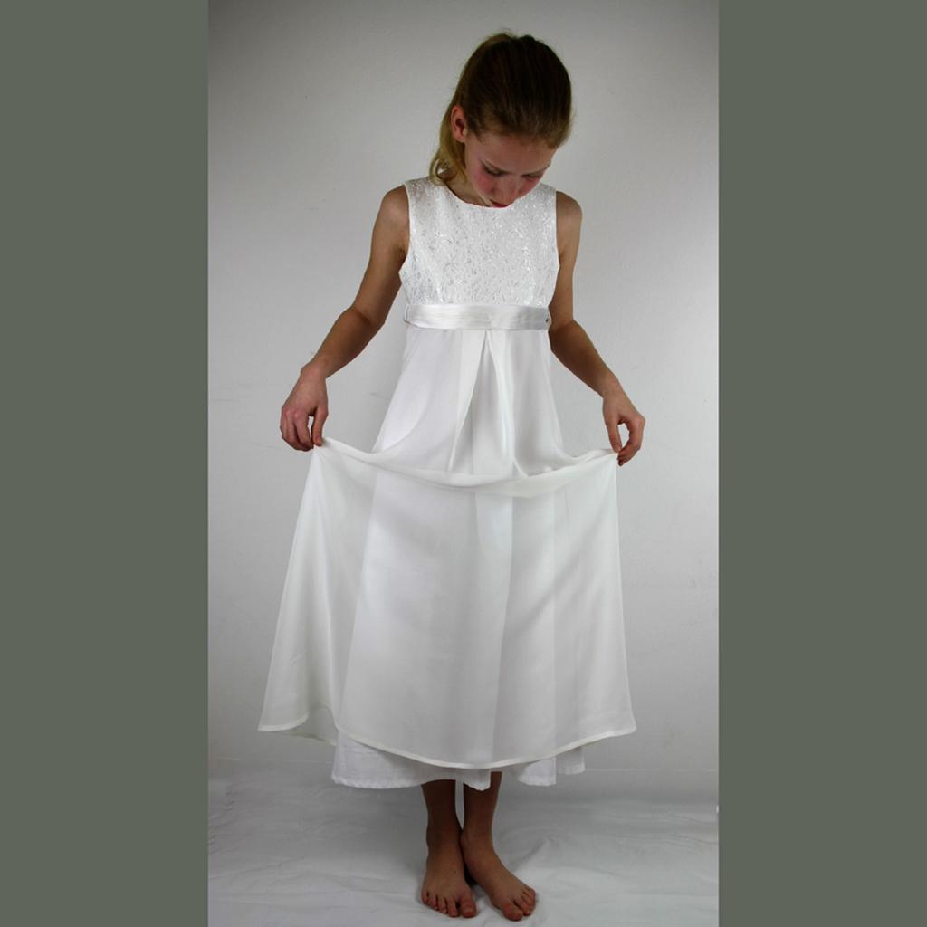 fair produzierte Kommunionkleider aus München für Mädchen , die es lieber elegant mögen