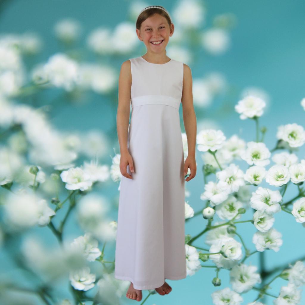 einfaches, schlichtes Kommunionskleid aus feinem Baumwollbatist. Kommunionmode aus München