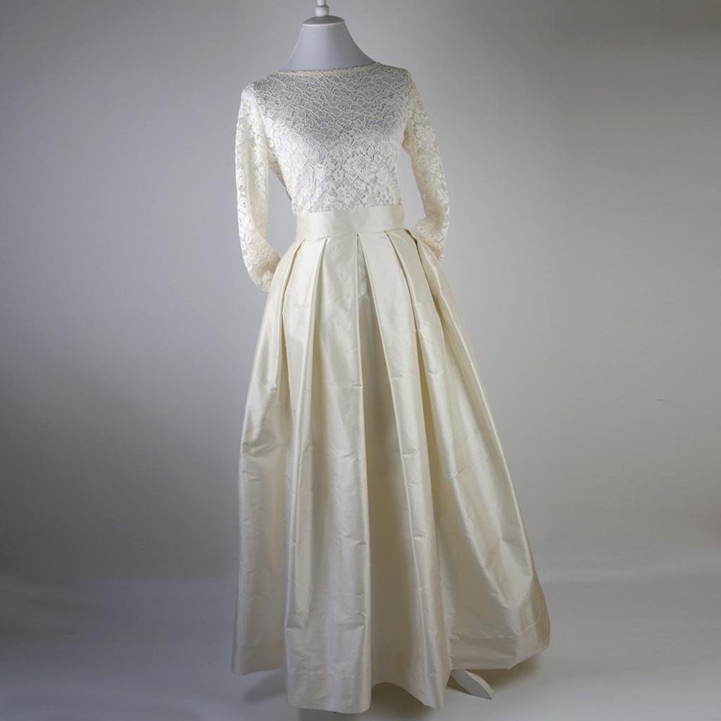 Brautrock aus Seide, langer Faltenrock mit Taschen.  Hochzeitskleider aus München.