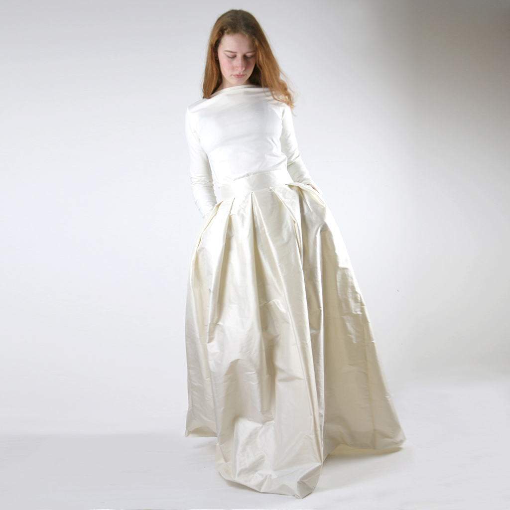 schlichtes Hochzeitskleid als Zweiteiler.