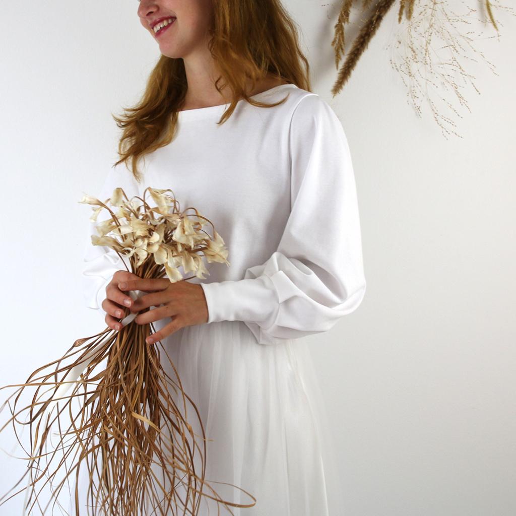 bio Brautpullover in weiß mit einem besonderen Schnitt.