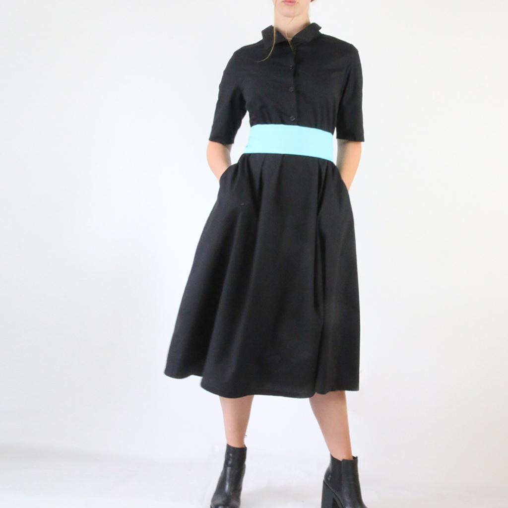 seitliche Eingriffstaschen und Wadenlänge ein Kleid aus München