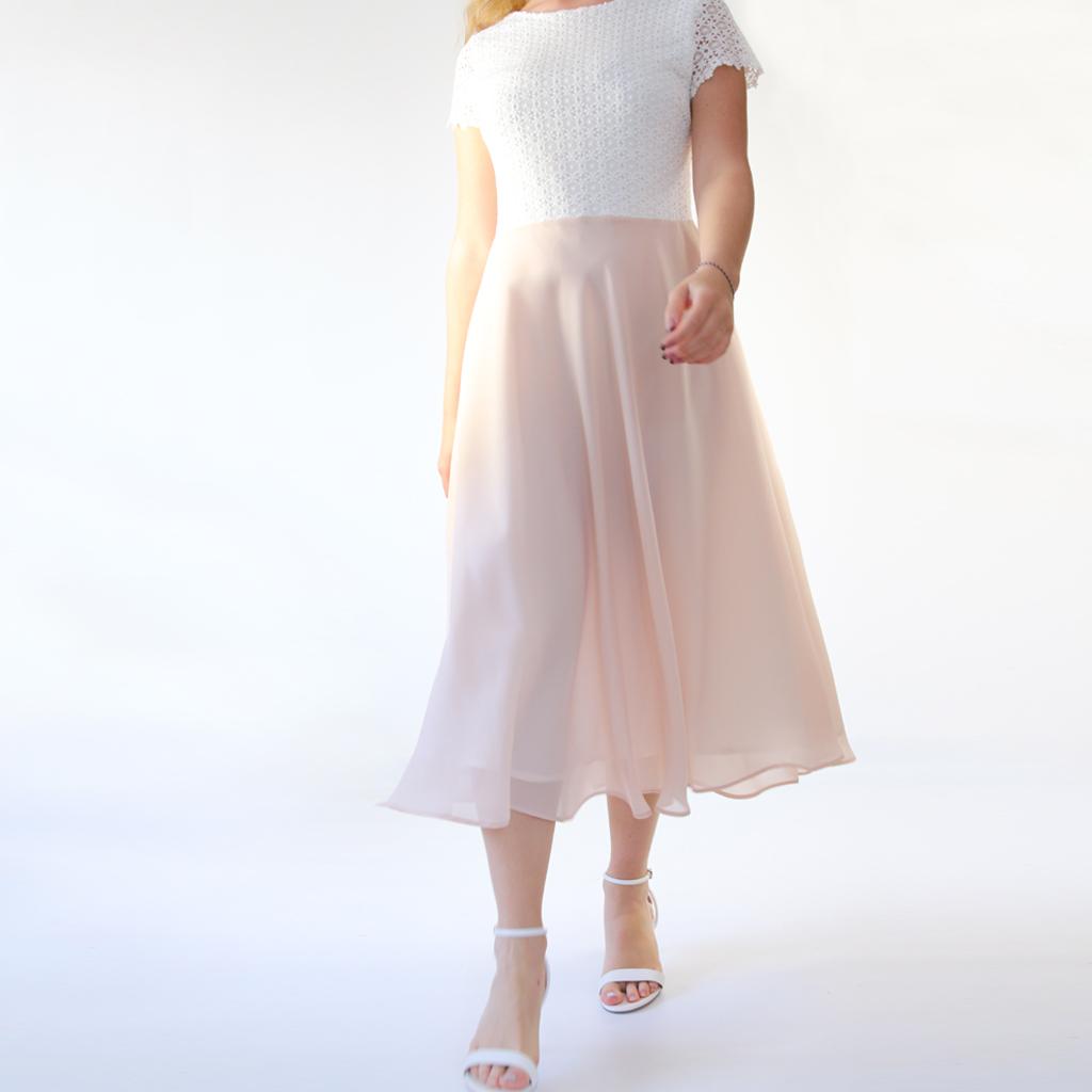 wunderschön schwingendes Brautkleid. Enganliegend mit puderfarbenen Chiffonrock