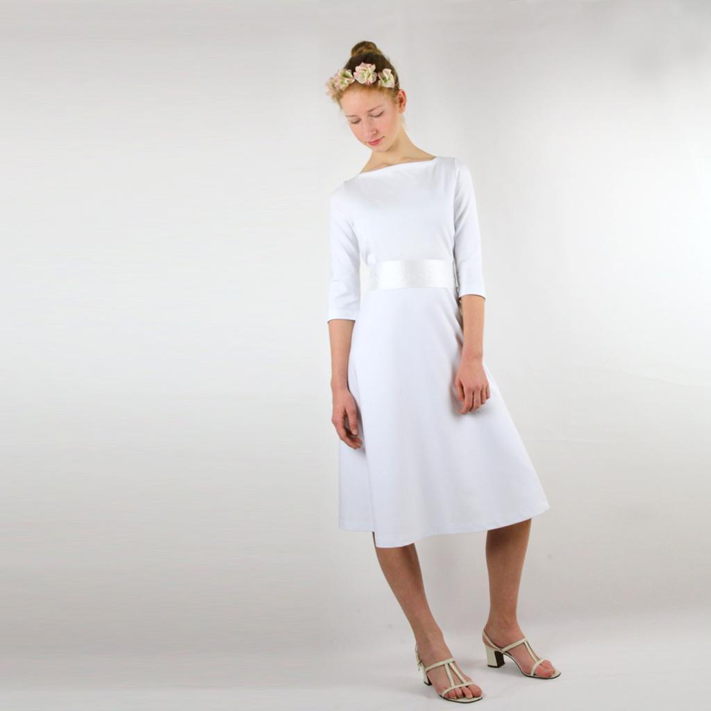 Ein schlichtes kurzes Hochzeitskleid  [ma:17]